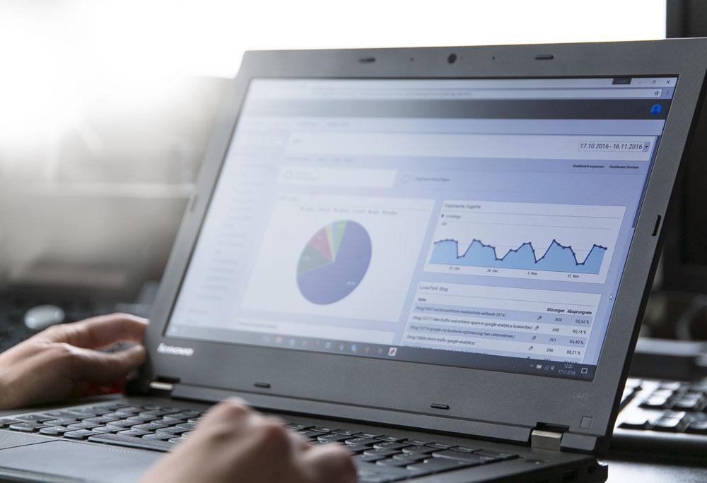 Google Analytics einbinden: Konto erstellen & Tracking Code implementieren
